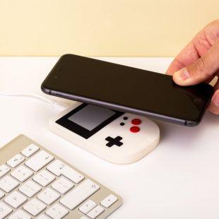 Cargador inalámbrico consola retro gamer