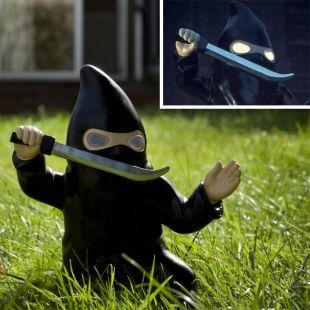 Gnomo de Jardín Ninja, con luz solar